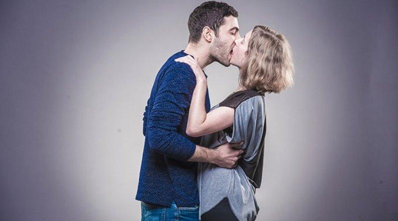 vídeo protesto mostra beijo entre judeus e palestinos