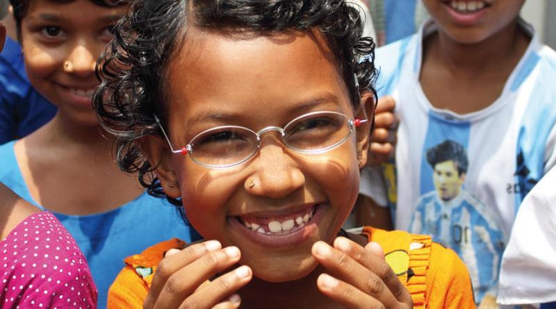 criança atendida pelo projeto One Dollar Glasses