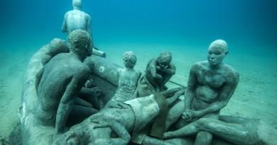 escultura refugiados