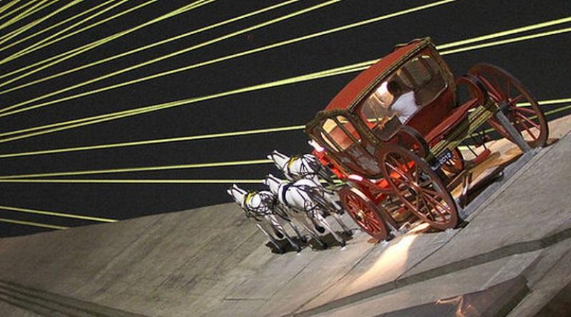 carruagem na Ponte Estaiada, obra de Eduardo Srur