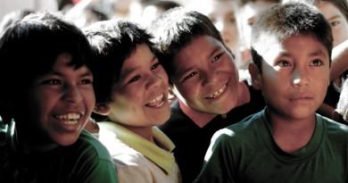 crianças indígenas que podem deixar de falar a língua nativa