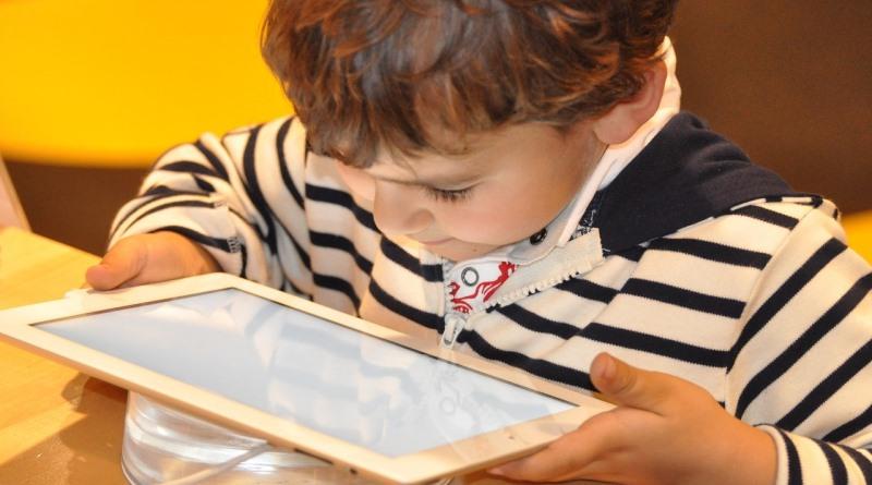 YouTube mirim: Precisamos cuidar das crianças no meio ambiente virtual