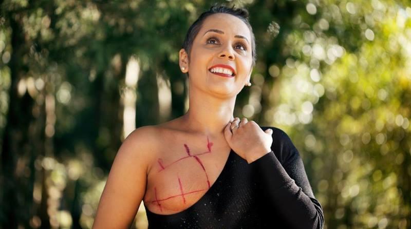 Ensaios fotográficos mostram a beleza e o resgate da autoestima de mulheres em tratamento contra o câncer