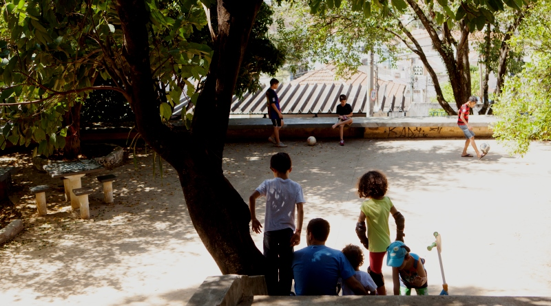 papel-cidades-conexao-crianca-natureza-foto-renata-ursaia