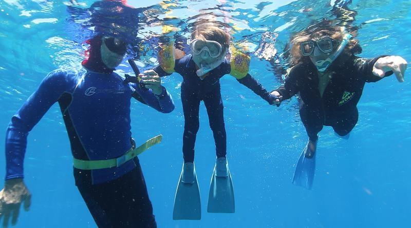 O mergulho emocionante de uma ambientalista com seu filho na Grande Barreira de Corais