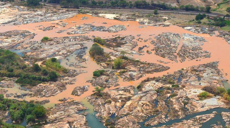 Rio Doce continua sem vida em diversos pontos, um ano após desastre ambiental