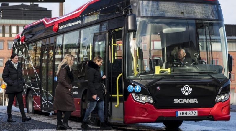 Ônibus elétrico sueco faz recarga wireless no ponto em apenas sete minutos
