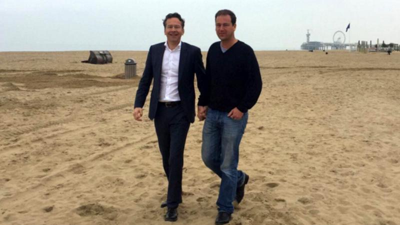 Holandeses dão aos mãos em apoio aos gays