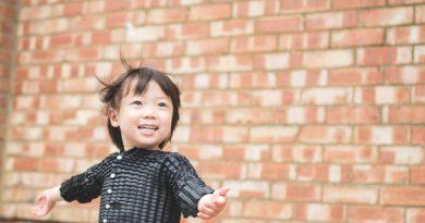 Novo tecido elástico garante que criança use mesma roupa dos 4 meses até os 3 anos