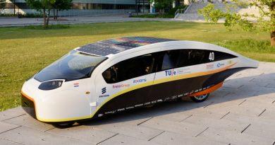 Carro solar que acomoda até cinco pessoas é grande campeão do World Solar Challenge