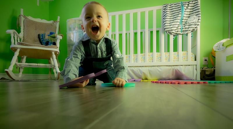 Crianças com menos brinquedos brincam por mais tempo e de maneira mais criativa