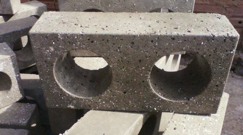 ONG transforma plástico triturado em tijolo no interior de São Paulo