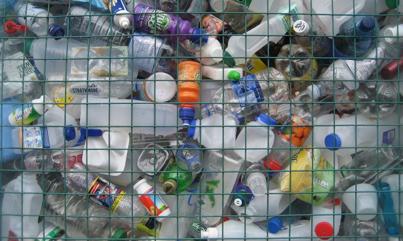 Reino Unido anuncia plano de combate ao plástico