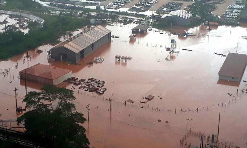 Vazamento de mineradora contamina rio no Pará