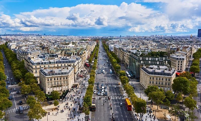 Paris estuda oferecer transporte público gratuito para combater poluição