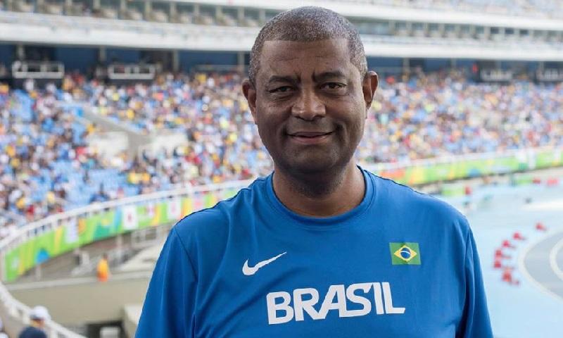 """""""O brasileiro está parando"""", alerta o preparador físico Antonio Carlos Gomes"""