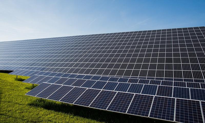 Maior empresa de locação de carros do Brasil vai usar energia solar em todas suas filiais