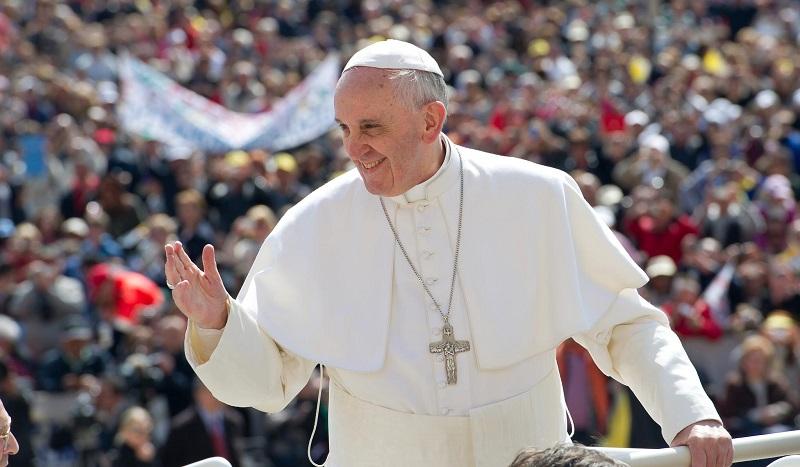 Papa transforma palácio do Vaticano em albergue para pessoas sem teto