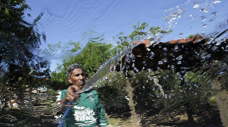 Lavar calçada com água tratada ou potável dá multa agora em São Paulo