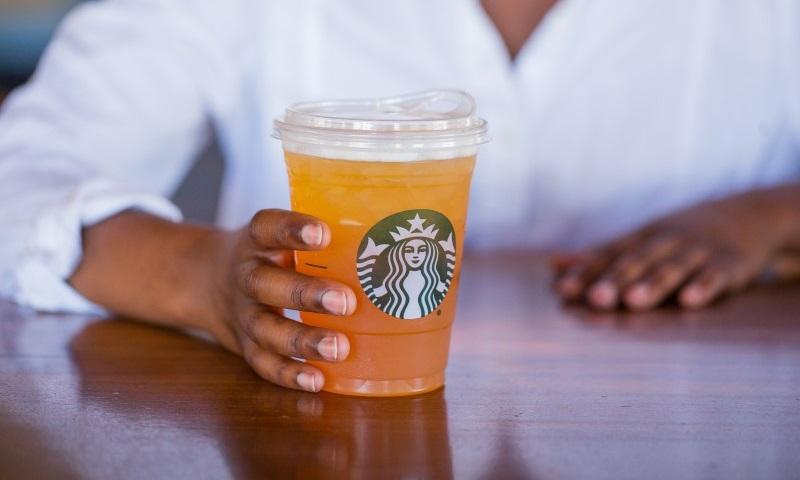 Starbucks deixará de usar canudos plásticos em todas suas lojas até 2020