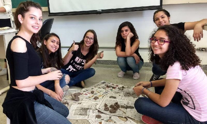 """USP convida estudantes a participar do evento gratuito """"Meninas Com Ciência"""""""