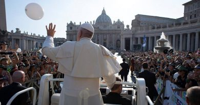 Papa Francisco pede ações concretas para combate ao lixo plástico nos oceanos
