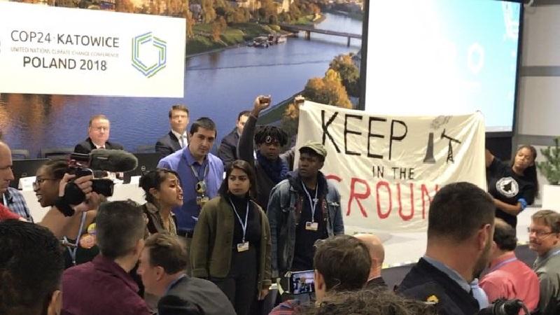 Manifestantes interrompem com gargalhadas apresentação dos EUA que defende carvão e petróleo, na COP24