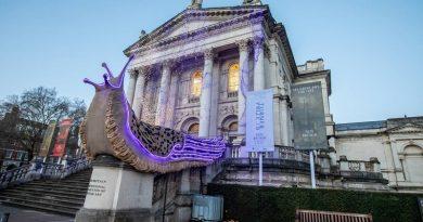 Nada de Papai Noel ou duendes, no Natal de Londres a decoração é com lesmas gigantes
