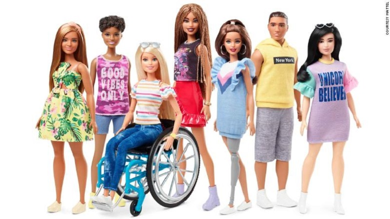 Barbie lança (finalmente) modelos em cadeiras de rodas e com prótese na perna