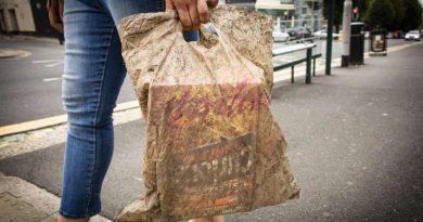 Após três anos de descarte no meio ambiente, sacola 'biodegradável' continua inteira, revela pesquisa