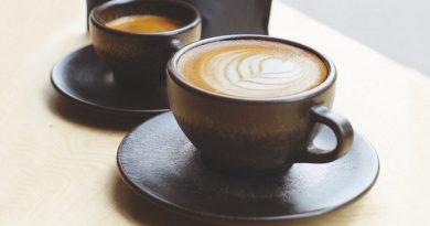 Borra de café é usada na produção de xícaras e copos reutilizáveis de... café!