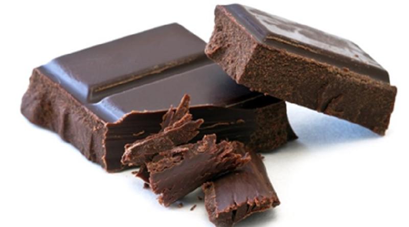 Pesquisadora brasileira cria chocolate mais nutritivo com pitadas de limão e couve