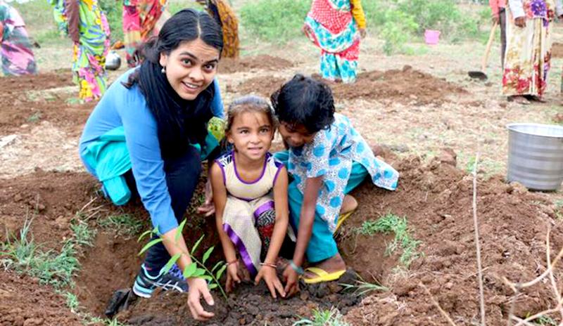 Um milhão de indianos plantam 220 milhões de árvores em um dia
