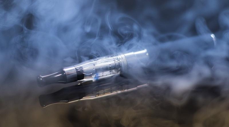 Após diversas mortes, autoridades americanas recomendam que cigarros eletrônicos não sejam mais usados