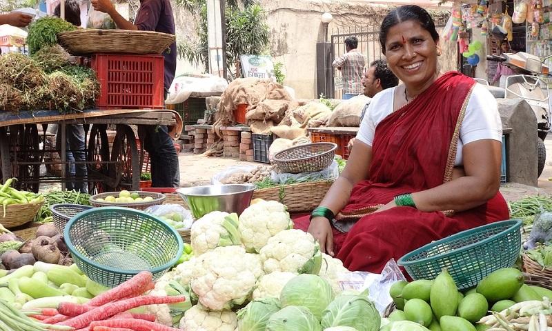 Índia anuncia proibição a plásticos descartáveis a partir de 2022