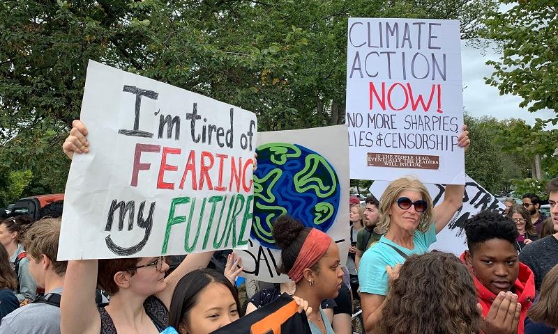 Greta Thunberg leva centenas de jovens para protestar pelo clima em frente à Casa Branca