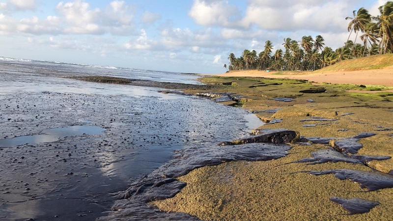 Já passa de 200 o número de praias atingidas pela mancha de óleo no litoral nordestino