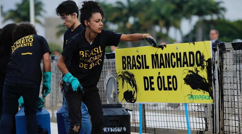 Organizações repudiam declaração de Ricardo Salles de que Greenpeace estaria por trás de vazamento de óleo no Brasil