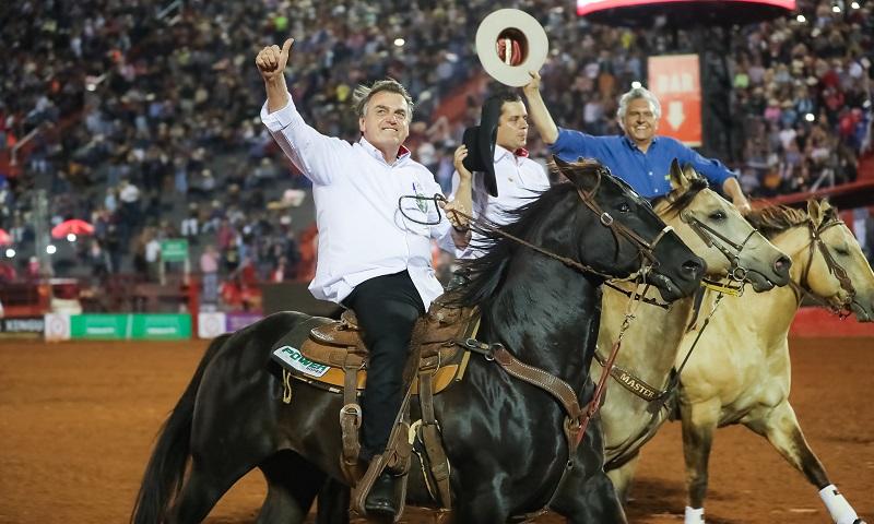 Bolsonaro cria o 'Dia do Rodeio'... na mesma data que o mundo inteiro celebra o 'Dia dos Animais'
