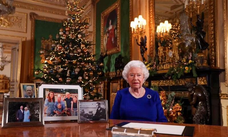 Rainha da Inglaterra elogia atuação de jovens ativistas em mensagem de Natal