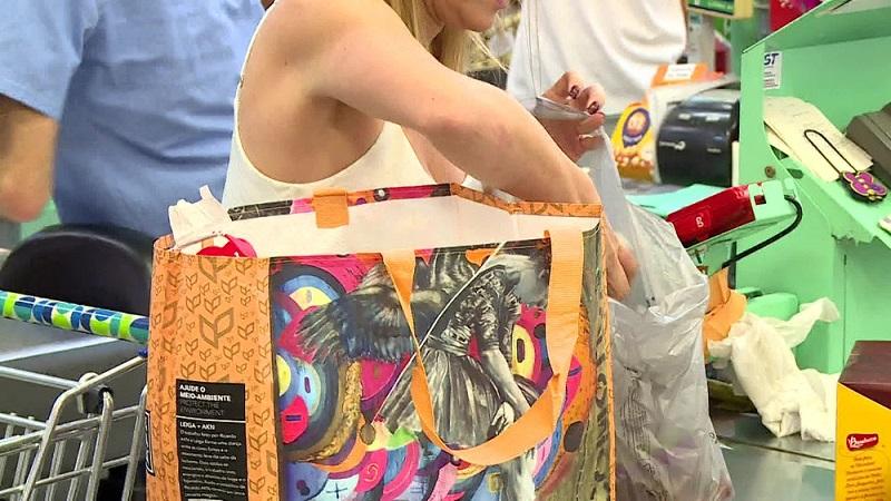 Lei que permite cobrança da sacolas plásticas entra em vigor no Rio de Janeiro