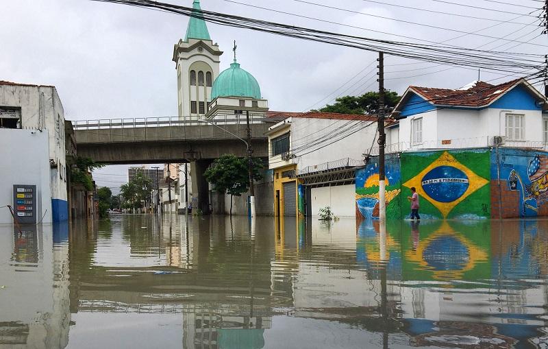 Enchentes em São Paulo: soterrados e invisíveis, rios da cidade continuam vivos e mostram sua força