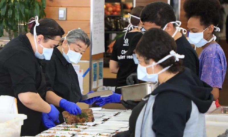 Por causa do coronavírus,  chef José Andrés transforma seus restaurantes em cozinhas comunitárias para pessoas carentes