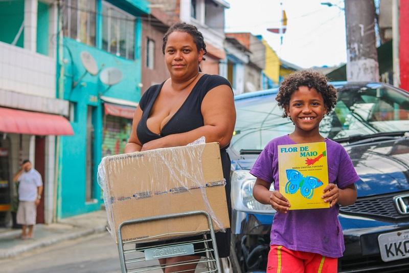 Costureiras da comunidade de Heliópolis, em São Paulo, fazem mutirão para produzir 3 mil máscaras caseiras por dia