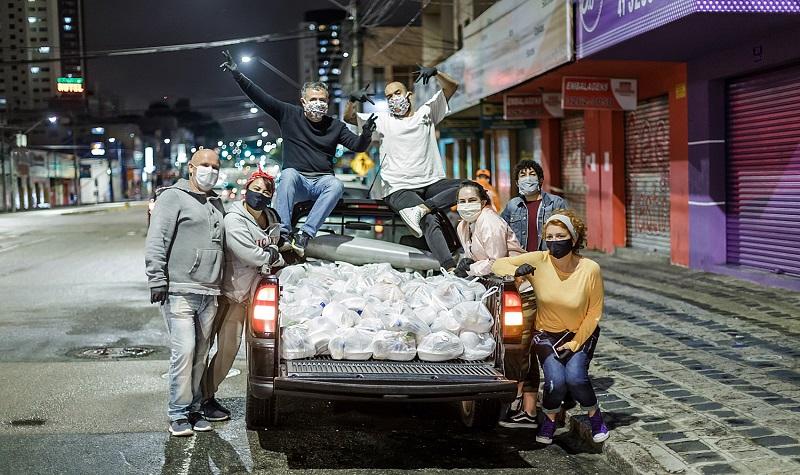 'Em Ação': iniciativa que distribui refeições para moradores de rua durante a pandemia precisa da sua ajuda!