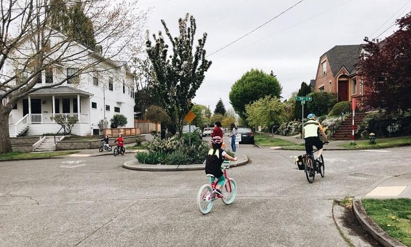 Seattle manterá ruas fechadas permanentemente a carros para que pessoas possam se exercitar e andar de bicicleta