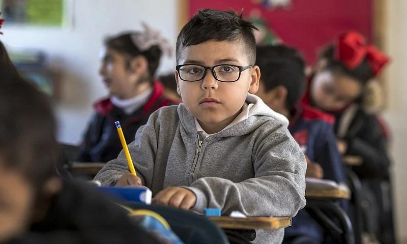 Inglaterra anuncia fundo de £1 bilhão para ajudar estudantes a recuperar conteúdo perdido durante fechamento de escolas