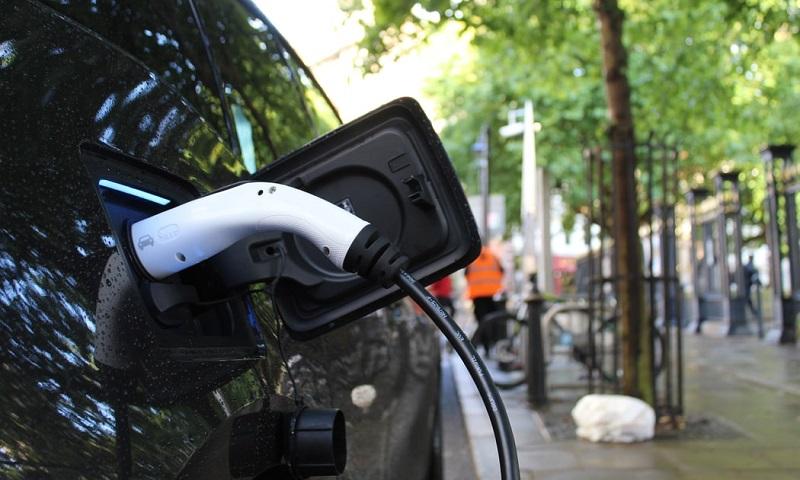Todos os novos carros vendidos na Califórnia a partir de 2035 deverão ser elétricos