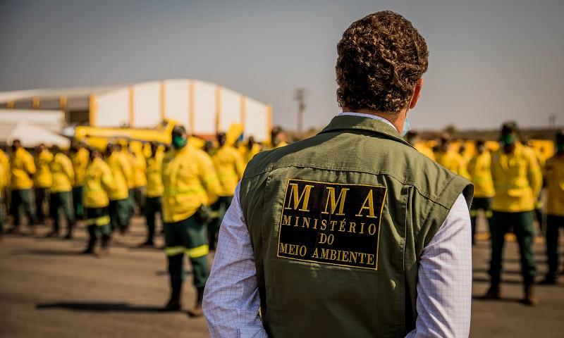 Ibama suspende trabalho de brigadistas que combatem incêndios em todo país