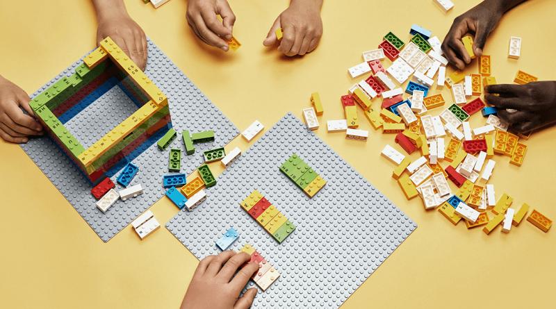 Fundação Lego lança blocos de montar em braille para ajudar crianças com deficiência visual